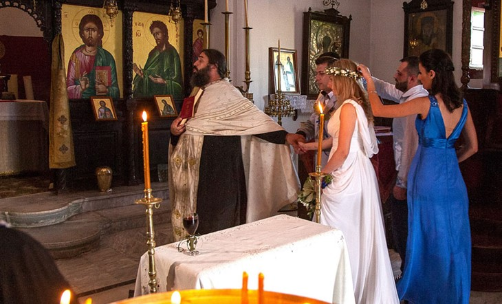 Венчание в церкви Софии и Александра на острове Санторини в Греции