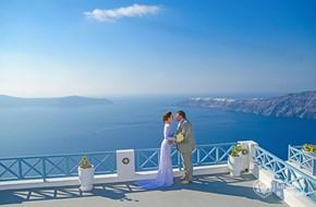Elena's and Maxim's romantic civil wedding on Santorini