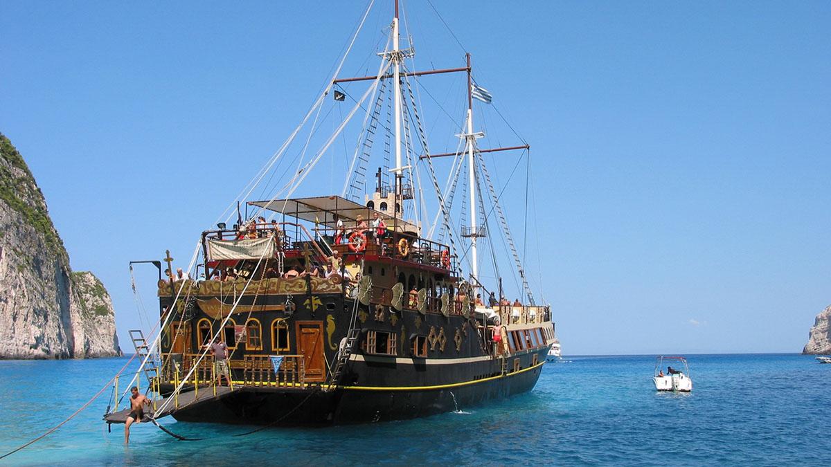 Пиратский корабль фото