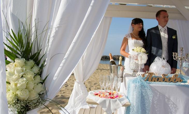 Crete, Symbolic  ceremony, A wedding by the sea on the island of Crete