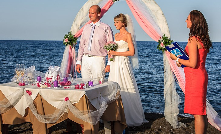 Santorini, Symbolic  ceremony, A wedding by the sea on the island of Santorini