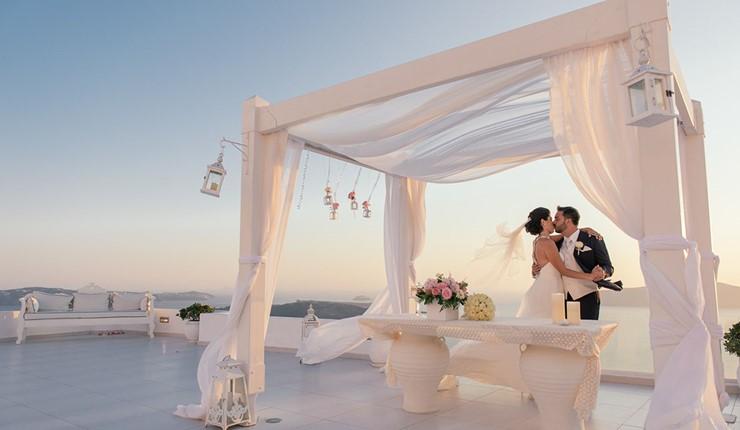Роскошная свадьба у моря на Санторини