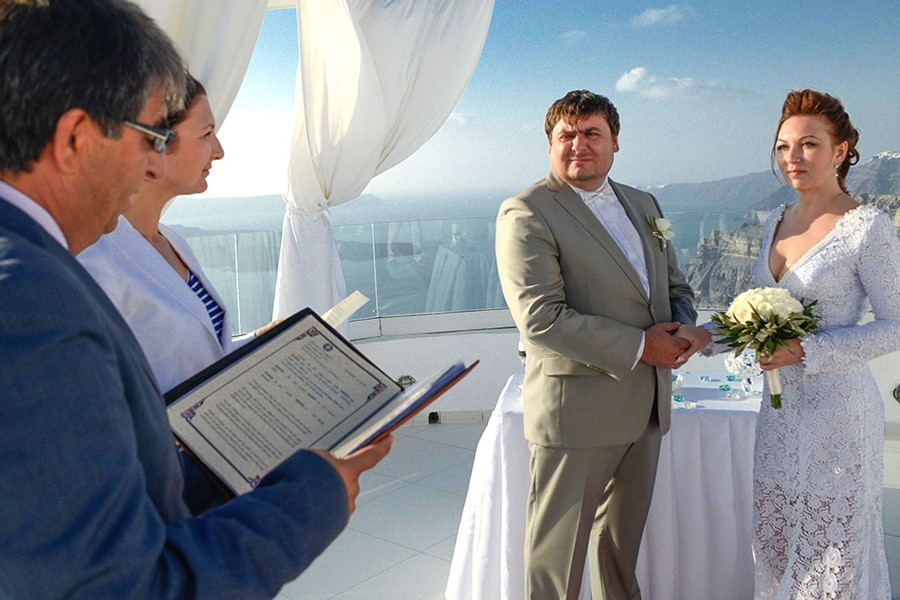 A wedding ceremony in SantoWines winery