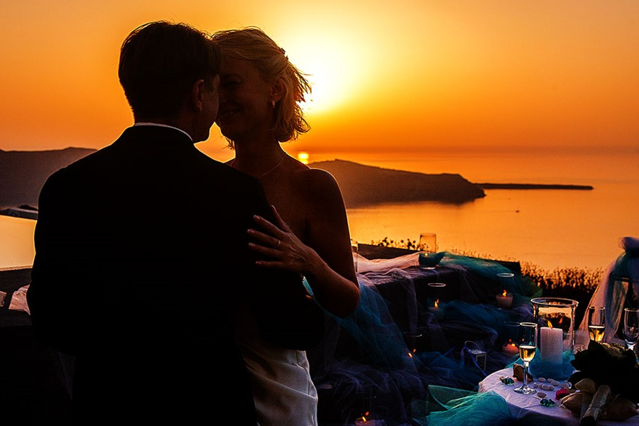 A civil wedding in Santorini Gem