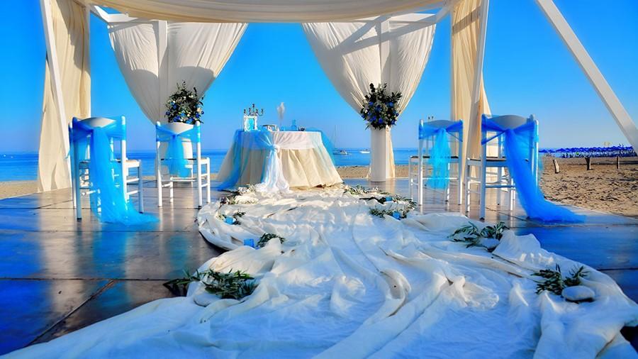 Yacht Island Design wedding on a yacht on the island of santorini