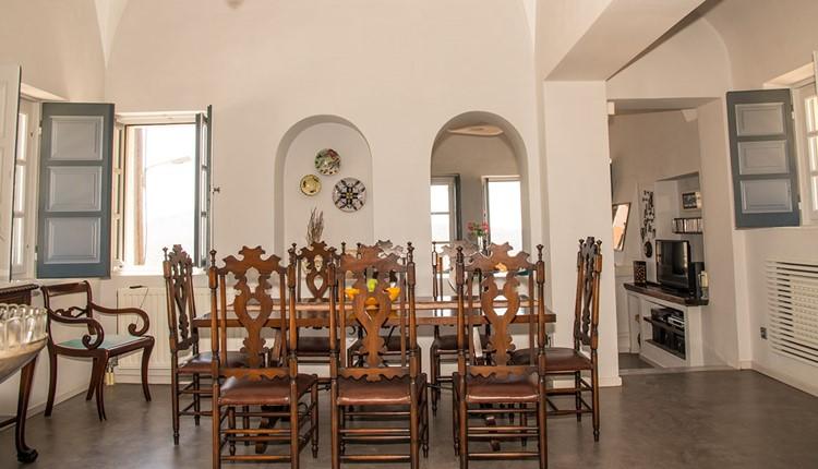 17964-beleontoursgreeceweddingsantoriniantique-mansion-fira-05.jpg