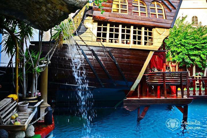 Пиратский бар, Родос