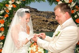 Oxana's and Sergey's sunny wedding ceremony