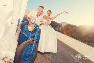 Polina's and Alexey's wedding ceremony on the beach