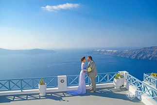 Elena's and Maxim's romantic civil wedding on Santorini