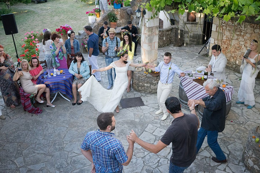 A rustic wedding on the island of Crete