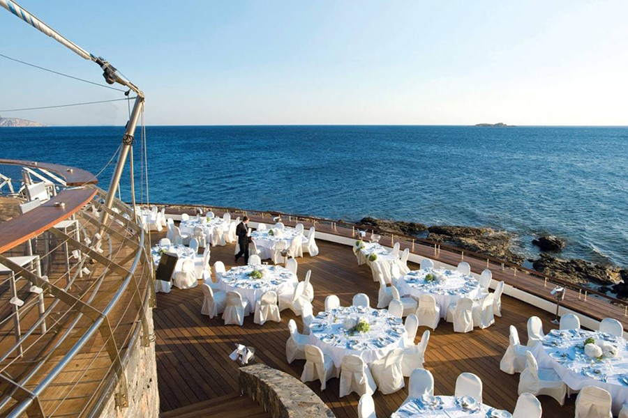 An elegant wedding in Lagonisi