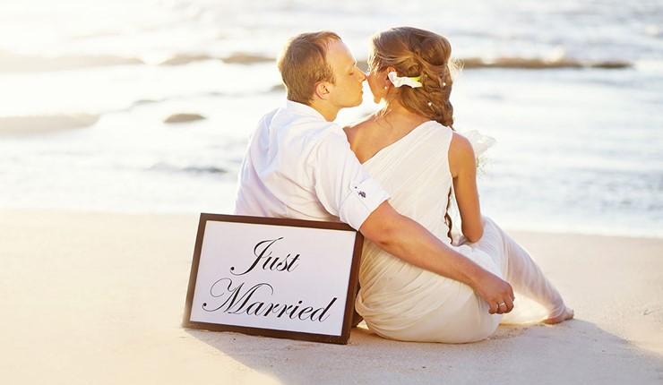 Романтичная свадьба на берегу моря