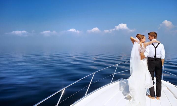 A wedding on a yacht on the island of Santorini