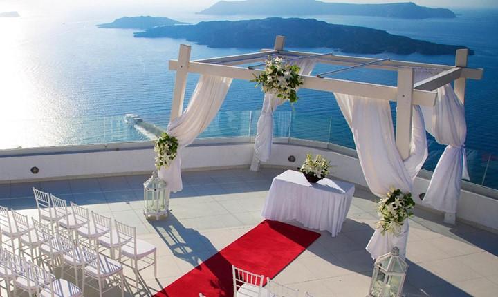 A wedding ceremony in SantoWines winery