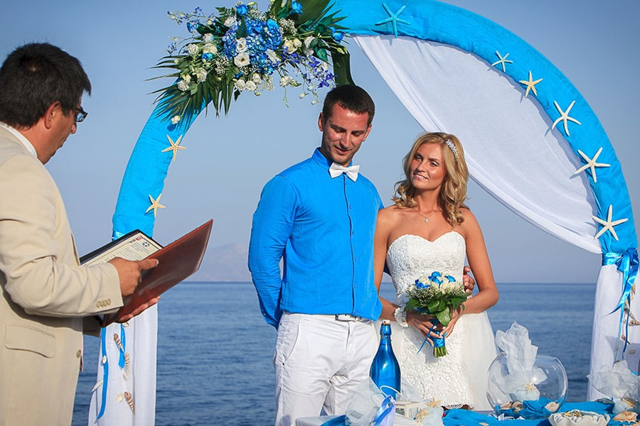 A civil wedding on the island of Santorini