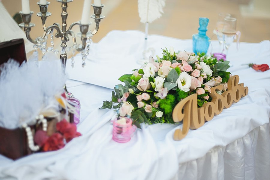 Symbolic wedding in the Rahoni Cronwell Park Hotel