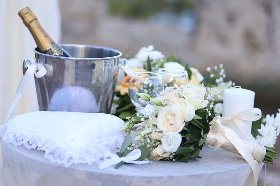 A civil wedding on the island of Mykonos