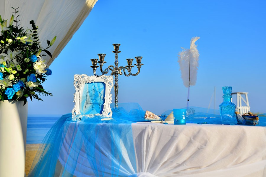 A luxury wedding at the seaside on the island of Corfu