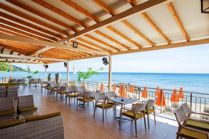 Beach bar Rahoni
