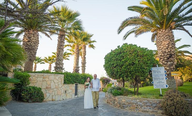 Официальная церемония Александраы и Тедди на пляже в Ретимно