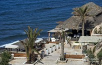 Санторини, Символическая церемония, Лаунж-бар на черном пляже